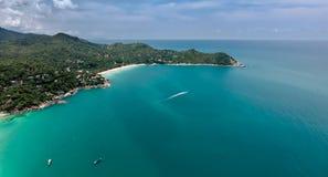 美丽的绿松石海,酸值Phangan,空中寄生虫射击顶视图  库存照片