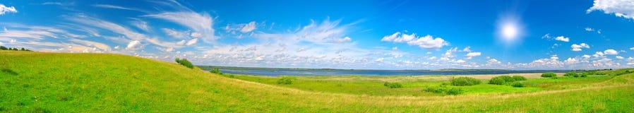 美丽的绿色全景谷 库存图片