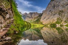 美丽的绿色山湖在德国阿尔卑斯 免版税库存照片