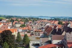 美丽的老城市的顶视图有红铺磁砖的屋顶的 图库摄影