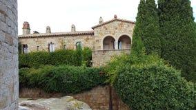 美丽的老房子在西班牙村庄 库存照片