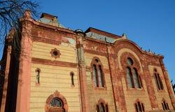 美丽的老犹太寺庙(犹太教堂)在Uzhgorod,乌克兰 库存图片