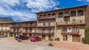 美丽的老石房子在西班牙古老村庄 库存照片