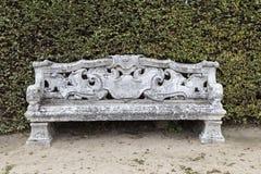 美丽的老石长凳 库存照片