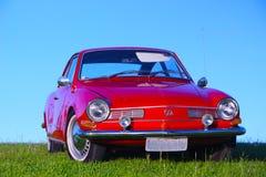 美丽的老红色汽车 免版税库存图片