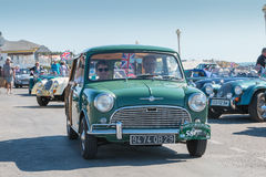 美丽的老英国汽车游行  免版税库存图片