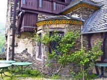 美丽的老被放弃的房子 免版税库存图片