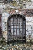 美丽的老门道入口在翁夫勒诺曼底 免版税图库摄影