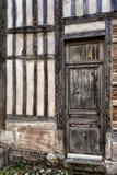 美丽的老门道入口在翁夫勒诺曼底 免版税库存照片