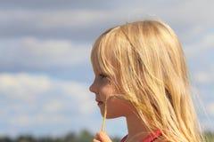 美丽的耳朵女孩 免版税库存图片