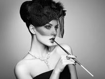 美丽的肉欲的妇女纵向有典雅的发型的 免版税库存照片