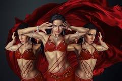 美丽的肚皮舞表演者 免版税图库摄影