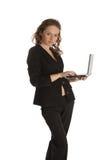 美丽的膝上型计算机妇女年轻人 免版税图库摄影
