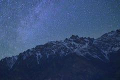 美丽的自然岩石和星在山的晚上 北巴基斯坦 图库摄影