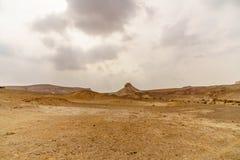 美丽的自然沙漠在干燥judean美丽如画的原野 室外风景风景 免版税库存图片