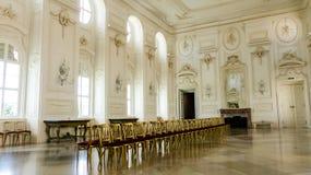 美丽的舞厅在宫殿 免版税图库摄影