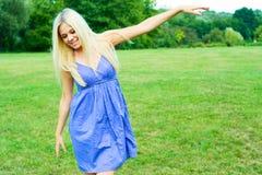 美丽的舞女愉快的纵向 免版税库存照片