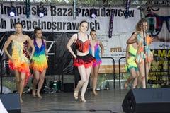 年轻美丽的舞蹈家 免版税库存照片