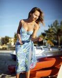 美丽的船妇女年轻人 免版税库存图片