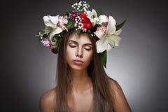 美丽的花妇女花圈 库存图片