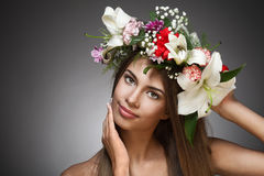 美丽的花妇女花圈 免版税库存照片