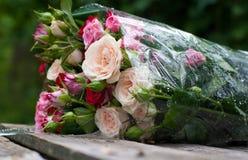 美丽的花束玫瑰 免版税库存图片