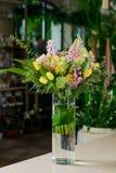 美丽的花束表 库存图片