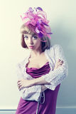 美丽的花梢帽子佩带的妇女年轻人 图库摄影