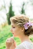 美丽的花头发妇女年轻人 免版税库存照片