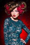 美丽的花头发妇女 免版税图库摄影