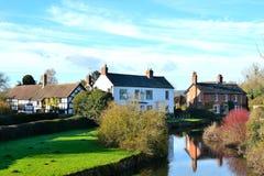 美丽的英国河乡下 免版税库存图片