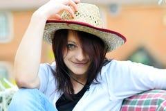 美丽的草帽妇女 免版税库存图片