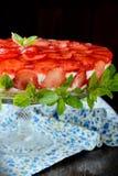 美丽的草莓乳酪蛋糕 免版税库存图片