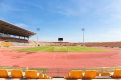 美丽的草足球场用于足球比赛和竞技 免版税库存照片