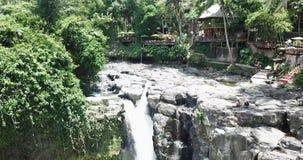美丽的落下的瀑布,祝愿巴厘岛印度尼西亚, 股票视频