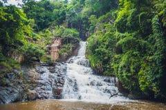 美丽的落下的Datanla瀑布在山镇大叻 免版税库存图片