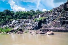 美丽的著名Pongour瀑布 免版税库存图片