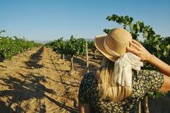 美丽的葡萄园妇女 免版税图库摄影