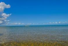 美丽的葡萄牙海岛海滩绿松石水,莫桑比克 免版税库存照片
