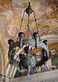 美丽的葡萄酒教会枝形吊灯 免版税库存照片