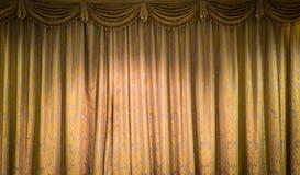 美丽的葡萄酒窗帘 库存照片