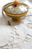 美丽的葡萄酒粉块和珍珠3 免版税库存照片