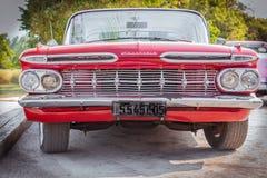 美丽的葡萄酒老红色经典汽车 免版税库存图片