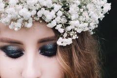 美丽的蓝眼睛的女孩纵向 库存照片