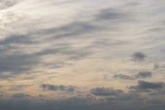 美丽的蓝色和灰色云彩照片在日落以后的 图库摄影