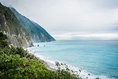 美丽的蓝色峭壁海岸天空 免版税图库摄影