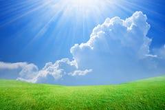 美丽的蓝色明亮的结算覆盖天堂轻的天空星期日白色 库存照片