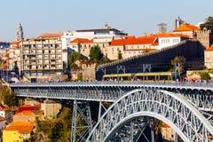 美丽的蓝色桥梁d我luis波尔图天空 雷斯我,波尔图,葡萄牙 图库摄影