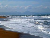 美丽的蓝色海和海滩在Denia,西班牙 免版税库存照片