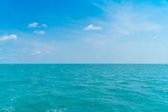 美丽的蓝色海运天空 免版税图库摄影